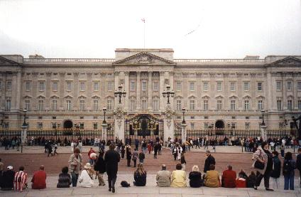 Buckingham Palace Private Apartments http://pages.suddenlink.net/johnwclarke/england2.htm